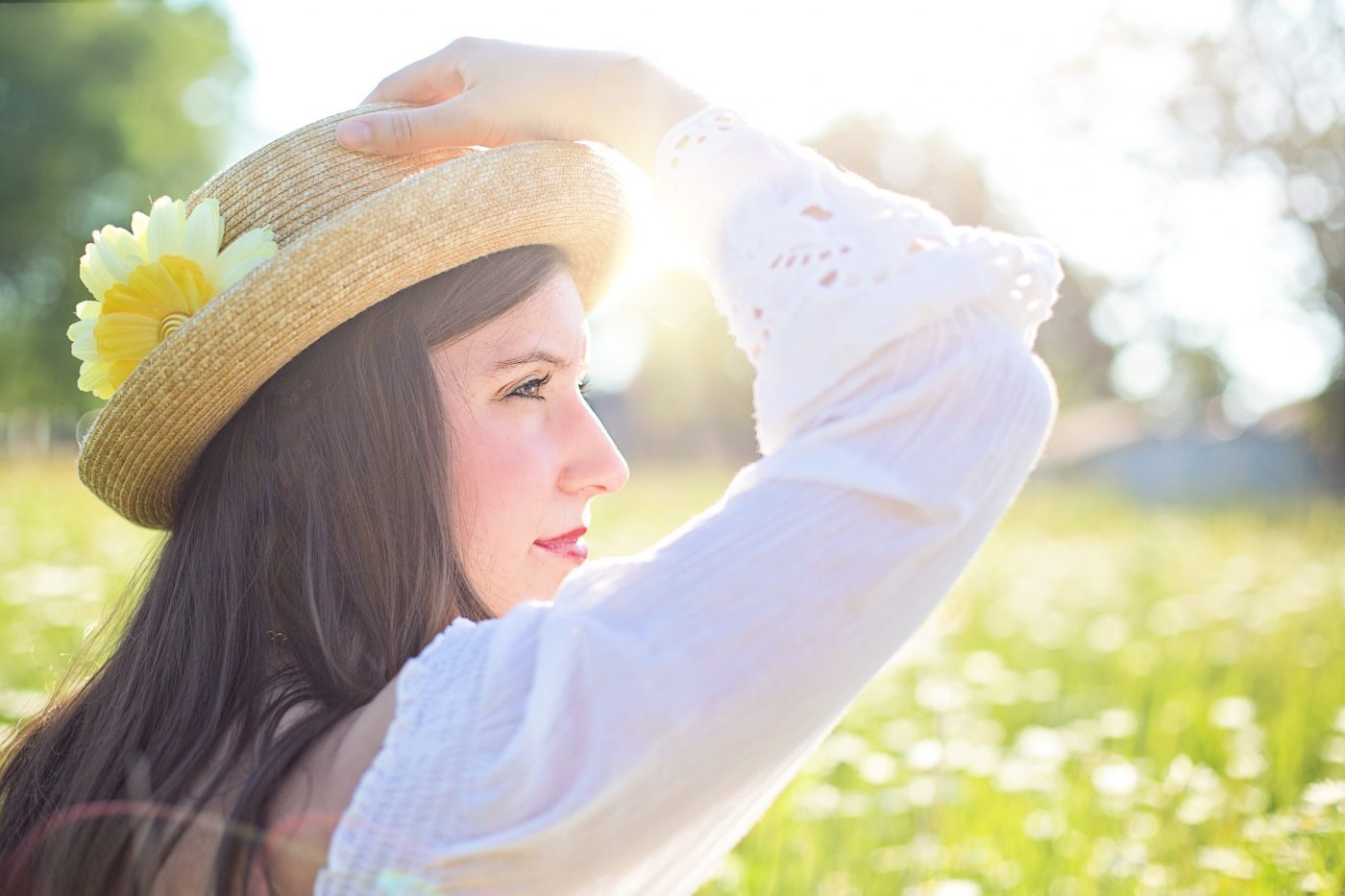 Woman in the sun with a hat. Staying drug free with sober coaching